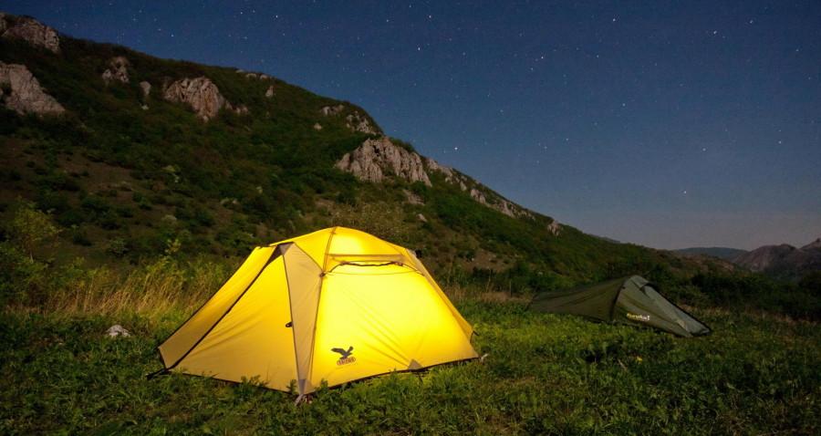Палатка ночью